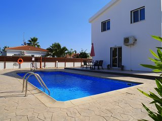 Villa Mon - Spacious and Modern 2 Bedroom Villa with Private Pool