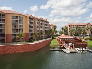 Beautiful 2BR, 2BA  Just 1 mile from Walt Disney World & minutes from Universal