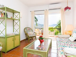2 bedroom Apartment with Air Con, WiFi and Walk to Beach & Shops - 5676569