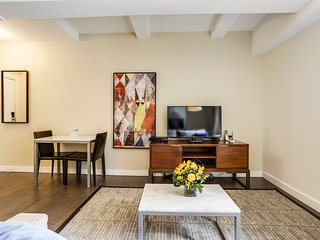 Beekman Tower One Bedroom Suite with Queen Bed & Free Wifi