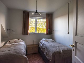 #1 Bitra Guesthouse - Double/Twin Room w. shared bathroom