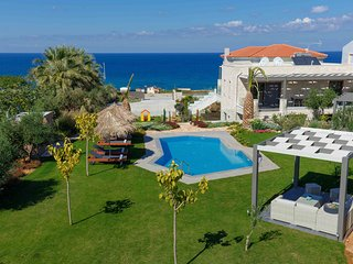 Velvet Breeze Superior Villa. Seaview 800m from sea and shops