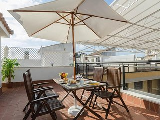 Elegant, Cozy, Bright Retreat | Private Rooftop Terrace!