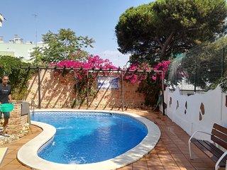 Chalet con piscina y aparcamiento privado al lado de la playa
