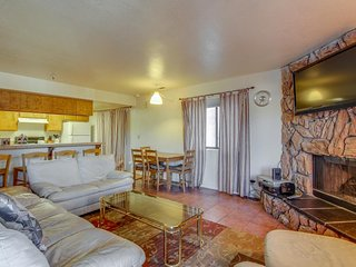 Convenient and easy basecamp home, close to skiing and aquatic activities!