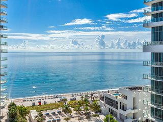 Luxurious And Spacious Unit With Ocean View on the famous Hollywood Beach