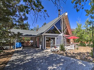 NEW! Big Bear Cabin w/Hot Tub-1.5 Mi to Ski Resort