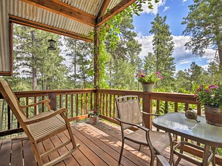Cozy Ruidoso Cottage w/ Deck - 10 Min to Village!