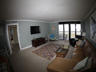 Direct Oceanfront Top Floor 2/2 Beach Condo At BareFoot Trace #413
