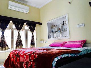 Panna Vilas(Chip): Luxurious AC Room with huge windows/Terrace/Balcony/Garden.
