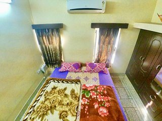 Panna Vilas: Cozy Private AC room.