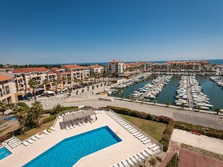 Appartement charmant sur le port, avec balcon/terrasse! Piscine sur place
