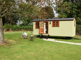 65628 Log Cabin situated in Appledore