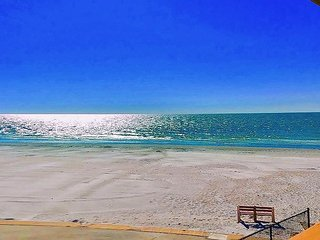 8bdr/6bath Beachside Apts 1, 2, 3, 4, 5, 6 Steps from Door to Sand n Shore!