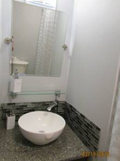 MASTER BATH, WATER FALL SINK, FULL BATHROOM, THE SINK AREA DOES NOT SHOW UP, TRIED SMALLER PIC-SORRY