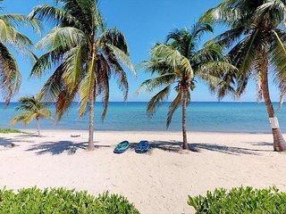 WINTER SPECIAL - 3 Bedroom Plus Den Beach Front Home in West Bay - Sleeps 10!