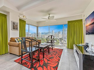 Mega Luxury+Ocean Views! Enjoy Modern Kitchen/Bath, Free WiFi–Waikiki Shore