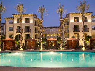 2BR 2BA Luxury Unit in Spectrum, Irvine W/ Free Parking, Pool, Gym, Internet