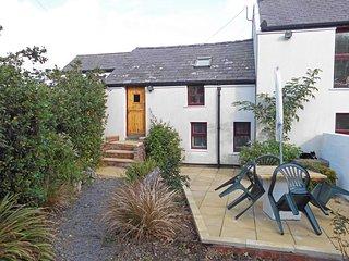 BEDDYCOR BACH, in Llanfachraeth, WiFi, coast nearby, Ref 981789