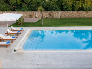 Villa Melitini/ 7bd luxury villa, ideal for groups, private pool