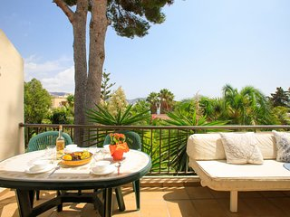 2 bedroom Apartment with Air Con and Walk to Beach & Shops - 5676647