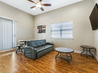 Spacious Penthouse with balcony near French Quarter & Bourbon St