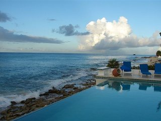 CARIBBEAN BLUE... 5BR beachfront home in Pelican Key