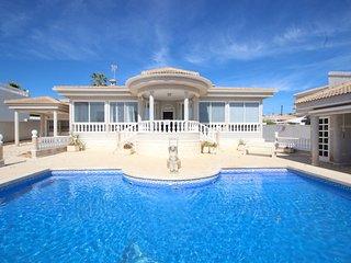 Villa Rosas, Ciudad Quesada - Villa with Private Pool & Wi-Fi