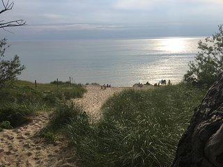 Newly Renovated Family Beach Cottage-100 yds to Lake Michigan Beach