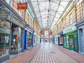 Heart of Westbourne Arcade, Top floor flat