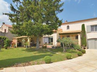 2 bedroom Villa in Saint-Martin-de-Crau, Provence-Alpes-Cote d'Azur, France : re