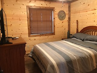 Cabin At Lost Creek! Country Serenity Close To Town... Best Of Both Worlds.