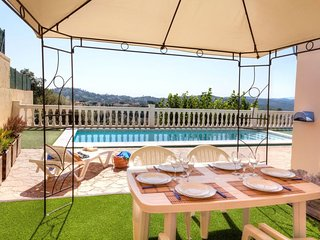 3 bedroom Villa with Pool and WiFi - 5676648