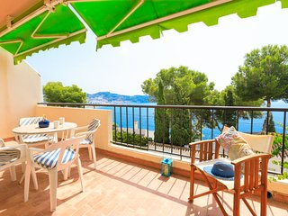 2 bedroom Apartment with Air Con, WiFi and Walk to Beach & Shops - 5676570