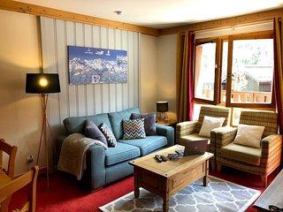Sleeps 6 - ski-in ski-out Beautiful private apartment
