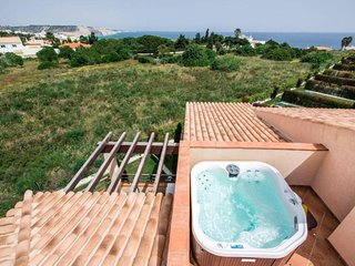 Two bedroom apartment with sea view and hot tub