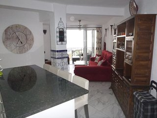 Mi Casa. Central, large 2 bedroom apartment, close to Balcon de Europa