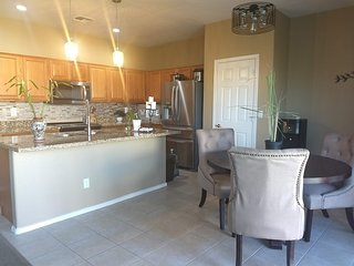 Spacious and comfortable close to sports / concerts / airport / ASU. Sleeps 9+