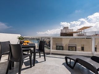 4051. LOVELY 2BR PENTHOUSE WITH LARGE PRIVATE TERRACE - SAINT JULIAN'S
