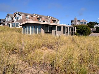 SEA PRINCESS~Quaint oceanfront beach home with views of the ocean.