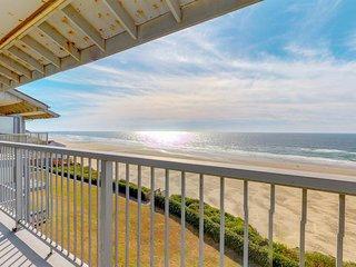 Oceanfront studio condo in Nye Beach with seasonal shared pool