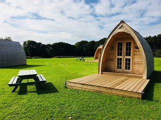 Higher Culloden Farm - Pickwick Cabin - Glamping Pod Holidays