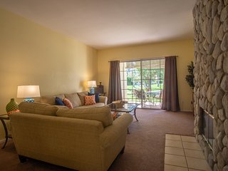 September and October specials,Wonderful 2 bedroom Condo in Palm Desert.