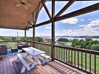 'Good Times' Canyon Lake Home w/View -Walk to Lake