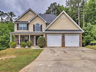Lovely Family Home - 20 Miles to Downtown Atlanta!