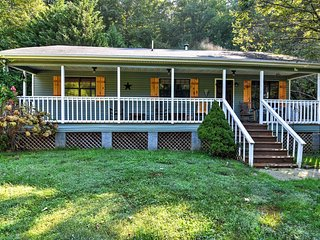 Cozy & Quiet Swannanoa Cottage on 15-Acre Estate!