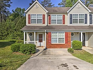 NEW! Lovely Townhome 30 Mins to Downtown Atlanta!