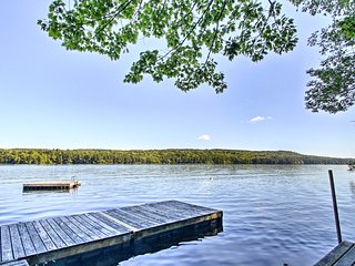 NEW! Cozy Bridgton Condo w/Dock- Near Shawnee Peak!