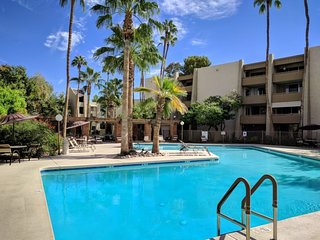 2 bedroom condo OLD TOWN! (Heated pool)