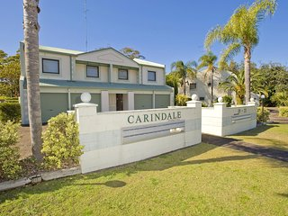2 'Carindale', 19-23 Dowling Street - pool, tennis court, close to town
